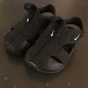 Used Nike Sunray Protect sandals size 4